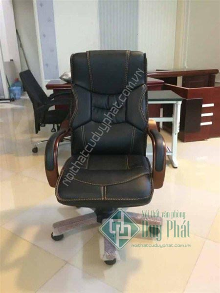 Mẫu ghế giám đốc thanh lý bàn ghế văn phòng Mê Linh vô cùng sang trọng