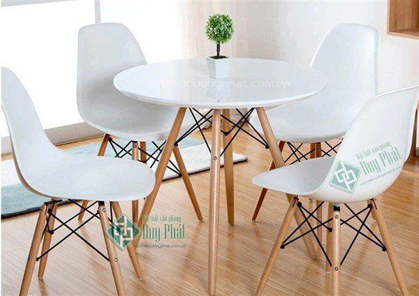 Mẫu bàn ghế cafe đẹp tựa lưng thanh gỗ