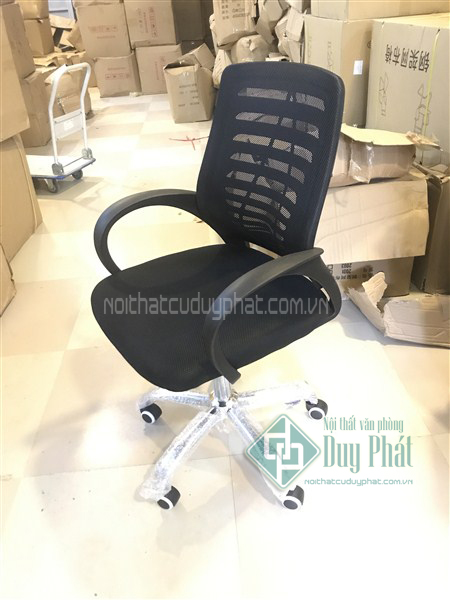 Ghế chân xoay lưng lưới được nhiều người ưa chuộng sử dụng cho thanh lý bàn ghế văn phòng Mê Linh
