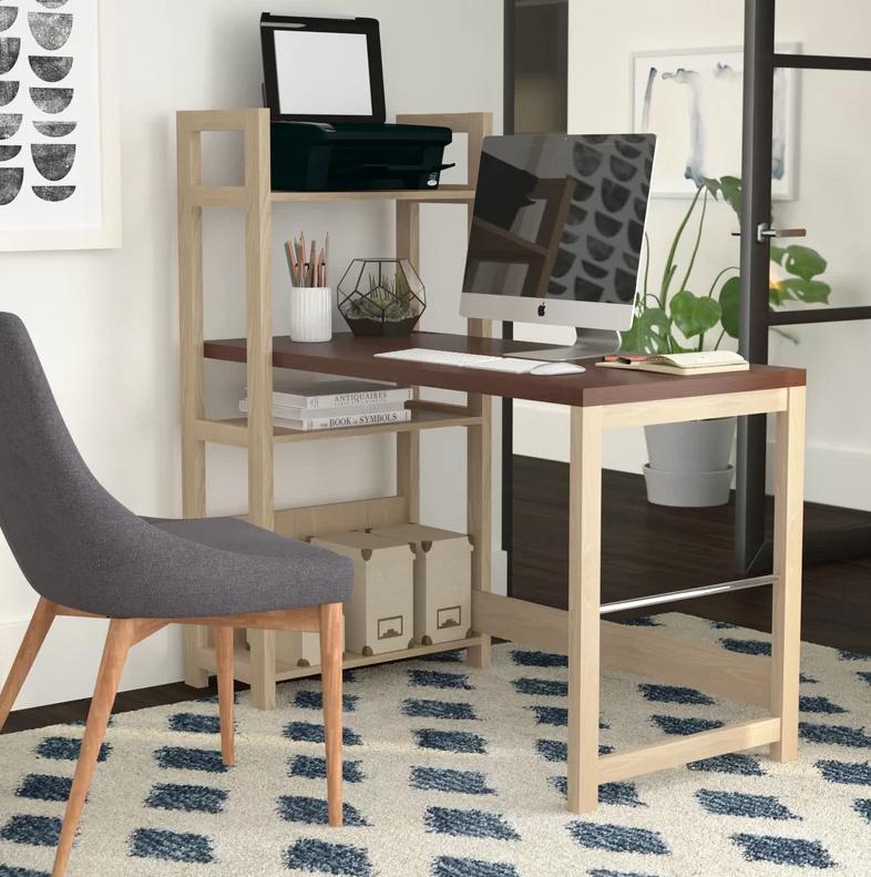 Ghế văn phòng đẹp với kiểu chân gỗ chắc chắn và hiện đại